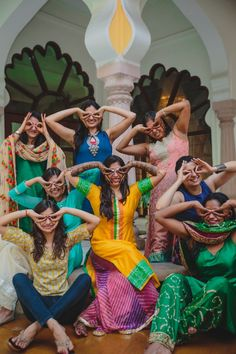 Classically Quaint Temple Wedding Held at Karneshwar Mandir, Karnal. Funny Wedding Poses, Indian Wedding Poses, Indian Wedding Couple Photography, Wedding Picture Poses, Wedding Posing, Wedding Shoot, Friend Poses Photography, Bride Photography, Bridal Photoshoot