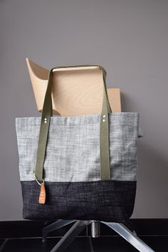 karla's: Bloggers for life: nr 15: Lili #MFL2015 Shopper Bag, Tote Bag, Recycle Jeans, Fabric Bags, Cloth Bags, Handmade Bags, Sewing Hacks, Diy Clothes, Bag Making