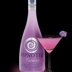 Perfect signature cocktail for a purple themed wedding