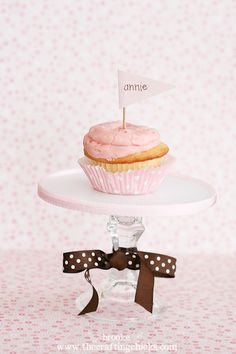 DIY Cupcake stand!