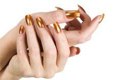unhas noiva-dourado