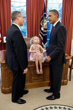 President Barack Obama talks with Andrew Kline, outgoing Chief of Staff, Office of Intellectual Property Enforcement, in the Oval Office, July 12, 2011. Kline's daughter, Logan, sits atop the Resolute Desk. (Official White House Photo by Pete Souza)