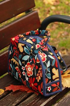 The bag made of cotton with zipper.