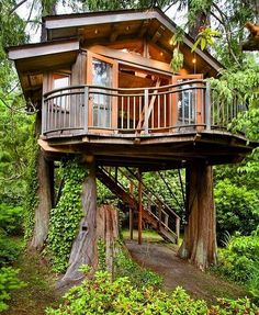 Like the wrap around balcony 12 Modern Tree House Designs Modern Tree House, Cool Tree Houses, Luxury Tree Houses, Tree House Designs, Cabin In The Woods, Little Houses, Dream Garden, Play Houses, Dream Houses