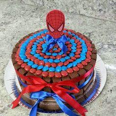 Homem aranha é um dos temas infantis mais usados para decorar as festas de aniversários de meninos.Então separei várias ideias da net, ...