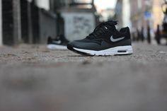 Nike Wmns Air Max 1 Ultra Moire Black/ Black-Metallic Silver White - 704995-001