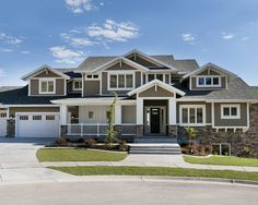 Contemporary Exterior Craftsman Interior Design, Pictures, Remodel, Decor and Ideas - page 5 Craftsman Exterior, Craftsman Style Homes, Exterior Homes, Modern Craftsman, Houzz, Hotels, Exterior House Colors, Exterior Paint, Exterior Design