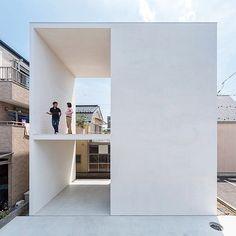 """4,675 次赞、 26 条评论 - designboom magazine (@designboom) 在 Instagram 发布:""""despite its small footprint, this dwelling by japanese architect takuro yamamoto offers the…"""""""