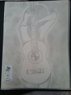 Cache derrière une guitare