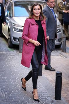 31 Times Queen Letizia Brought Her Regal Style A-Game - fashion - Gamins Beauty And Fashion, Royal Fashion, Look Fashion, Womens Fashion, Fashion Tips, Fashion Trends, Street Fashion, Fashion Ideas, Fashion Vest