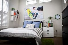Well done teenage guy's room with just pops of color...