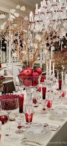 Red and White Christmas Table Setting Ideas Here. Love a theme for Christmas then you will just love all these gorgeous and classy table setting we have for you.