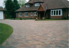 Hampshire Construction - The Block Paving and Tarmac driveway specialists Block Paving Driveway, Driveway Design, Driveway Ideas, Laying Paving Slabs, Tarmac Driveways, Front Gardens, Best Flooring, Backyard, Patio