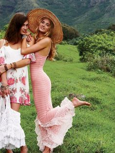 gorgeous, feminine dresses in the countryside #pink #white