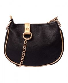 Cartera tipo bandolera de cuero negra con detalles en dorado. www.veski.cl  Leather handbag #handbags #bags