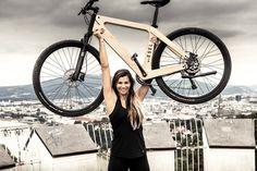 Mit nur 19 kg ist der E-Cross eines der leichtesten Trekking E-Bikes am Markt E Bike Antrieb, Wooden Bicycle, E Motor, Intelligent Design, Wood Bike, Bicycles, Boat Building, Bicycle, Smart Design