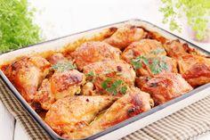 Das duftet wunderbar: Die knusprigen Ofen-Hühnerschenkel werden bei diesem Rezept mit einer feinen Buttersauce bestrichen.