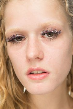 Glitter was also used in several looks, from sparkling lashes to twinkling lids.