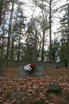 City Cemetery just outside of downtown Atlanta Georgia - Photo by Amy Laurel Hegy @A Tale of Two Tramps