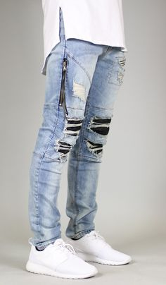 mens jeans and shirt Ripped Biker Jeans, Denim Jeans Men, Destroyed Jeans, Cut Jeans, Jeans Style, Denim Joggers, Fall Fashion Outfits, Denim Fashion, Fashion Pants