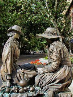BÉKÉSCSABA, PIHENŐ NŐK Bronze Sculpture, Sculpture Art, Amazing Street Art, Outdoor Sculpture, Roadside Attractions, Public Art, Lovers Art, Hungary, Creative Art