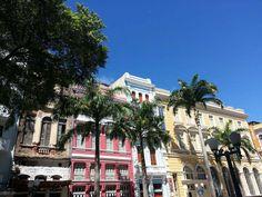 As lindas cores das ruas de Recife, em Pernambuco. Conheça! #mtur #brasil #turismo #pernambuco #nordeste #conheçaobrasil #viajepelobrasil #cores #belezasdobrasil  Foto: Naira Amorelli