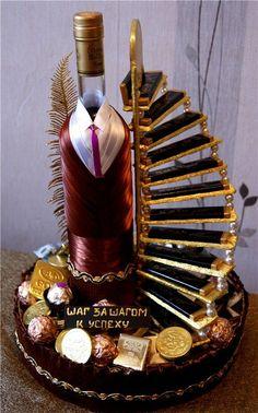 O Lado de Cá: Garrafas decoradas com roupas e acessórios Chocolate Flowers, Chocolate Bouquet, Wine Bottle Crafts, Bottle Art, Wedding Gift Wrapping, Wedding Gifts, Diy Birthday, Birthday Gifts, Craft Gifts