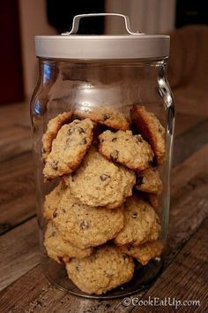 Πεντανόστιμα μπισκοτάκια βρώμης γεμάτα με σοκολατένιες σταγόνες! Sweets Recipes, Baking Recipes, Cookie Recipes, Desserts, Biscotti Cookies, Cupcake Cookies, Biscuit Bar, Chocolate Fudge Frosting, Kids Menu