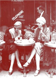 Paris bistro, c. 1920s This is me in my previous life!  <3 20 's !!