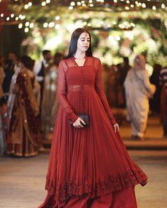 Asian Wedding Dress Pakistani, Desi Wedding Dresses, Pakistani Fashion Party Wear, Pakistani Formal Dresses, Pakistani Dress Design, Party Wear Dresses, Pakistani Outfits, Pakistani Clothing, Pakistani Designer Clothes