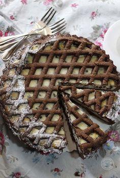 Ho preparato questa golosissima crostata con frolla al cacao e ricotta un bel po' di tempo fa. Era un pomeriggio del mese scorso e avevo voglia di un dolce facile, veloce ma golosissimo! Cosa c'è di m