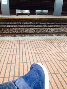 RENFE: Estació Sant Andreu Arenal, esperant R4 direcció Sabadell Centre.