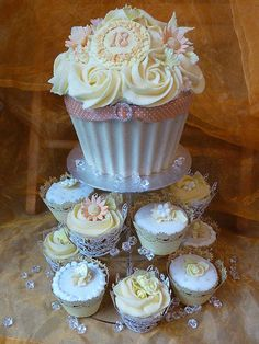 Beautiful Cake Pictures: Pretty Giant Wedding Cupcake With Icing Roses: Cupcakes, Cupcakes With Icing, Wedding Cupcakes Large Cupcake Cakes, Big Cupcake, Giant Cupcakes, Fancy Cakes, Ladybug Cupcakes, Kitty Cupcakes, Snowman Cupcakes, Rose Cupcake, Gorgeous Cakes