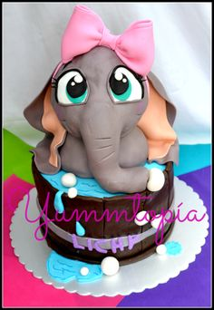 Elephant cake its the cutiest Pretty Cakes, Cute Cakes, Beautiful Cakes, Amazing Cakes, Unique Cakes, Creative Cakes, Fondant Cakes, Cupcake Cakes, Huge Eyes