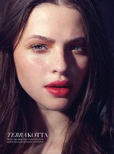 Photographer: JonasJ.com – Makeup & Hair: Nicci Welsh – Model: Marie Boda