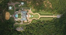 Montagel Way Mansion, Birmingham, Alabama is also a square feet home shaped like a guitar Versailles, Mega Mansions, Art Deco, Million Dollar Homes, Unusual Homes, Unusual Things, Fun Things, Modern Mansion, Sweet Home Alabama