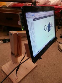 Instructables: How to reuse a broken laptop monitor
