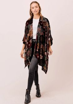 Shop the beautiful sheer burnout velvet lounge kimono for an effortless bohemian chic outfit. Wear it as a lingerie cover up or as a pretty lounge kimono. Grunge Outfits, Boho Outfits, Fashion Outfits, Trendy Outfits, Geek Chic Outfits, Hippie Chic Outfits, Bohemian Style Clothing, Fashion Boots, Moda Chic