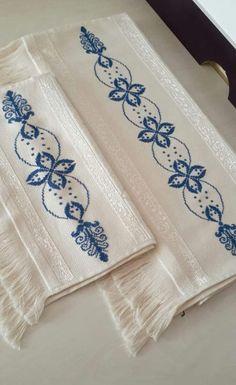 Crochet Bedspread, Cross Stitch Designs, Cross Stitch Embroidery, Creations, Alphabet, Decor, Easy Cross Stitch, Counted Cross Stitches, Cloth Patterns