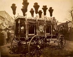 Abraham Lincoln's hearse. This photo is absolutely amazing, everything about it speaks, the hearse in crisp focus, the blurry and spooky people there to bear witness. Memento Mori, Rms Titanic, American Civil War, American History, American Presidents, Old Pictures, Old Photos, Amazing Pictures, Rare Photos