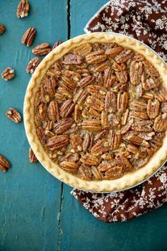 Bourbon Pecan Pie: aka Douglas' Dark Rum Pecan Pie Recipe by Paula Deen! Köstliche Desserts, Delicious Desserts, Dessert Recipes, Yummy Food, Plated Desserts, Pecan Pie Paula Deen, Yummy Treats, Sweet Treats, Pie Dessert