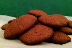 Της σοκολάτας τα φιλιά | Κουζίνα | Bostanistas.gr : Ιστορίες για να τρεφόμαστε διαφορετικά Cookies, Desserts, Food, Crack Crackers, Tailgate Desserts, Deserts, Biscuits, Essen, Postres