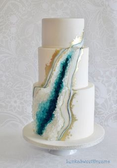 add green and gold flowers on the side of the tears 3 Tier Wedding Cakes, Creative Wedding Cakes, Cool Wedding Cakes, 12th Birthday Cake, Birthday Cake Girls, Geode Cake, Crystal Cake, Wilton Cake Decorating, Classic Cake
