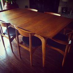 Early 60s Danish style dining set by Lane. Just SOLD to one of our favorite customers Justine. For other fabulous Mid Century furniture shop with us in the Antique Trove Scottsdale or online. www.nidovintage.com #retro #vintage #lane #diningroom #table #chairs #danish #danishmodern #altavista #midcentury #modphx #phxmod #midcenturymodern #nidovintage #nidovintagefurnishings #antiquetrove #scottsdale #phoenix #arizona #shopsmall #diningset #tableandchairs #walnut #1950s #1960s
