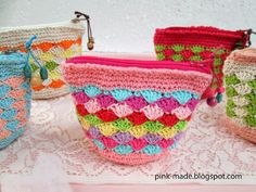 Pink's: Coin pouch. Pattern from Ondori (have yet to find it!!)here it is https://picasaweb.google.com/108246921880186898117/ONDORIKNITFACTORYNo2615#5546334323546167394