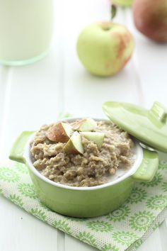 This Slow Cooker Apple Pie Steel-Cut Oatmeal makes the perfect, hands-off healthy breakfast for Fall. Just throw in the Slow Cooker and you have breakfast in the AM. Healthy Egg Recipes, Dog Treat Recipes, Healthy Baking, Healthy Food, Vegan Recipes, Slow Cooker Apples, Slow Cooker Recipes, Crockpot Recipes, Healthy Breakfast Meal Prep