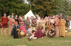 Dr. Marcus Junkelmann mit seiner Römer- und Gladiatorengruppe