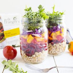 Take lunch on-the-go with these Mason Jar Veggie Salads. Praeger's Kale Veggie Burger for extra greens! Salad In A Jar, Soup And Salad, Burger Salad, Veggie Burgers, Easy Meal Prep, Easy Meals, Lunch To Go, How To Cook Quinoa, Dr Praeger's