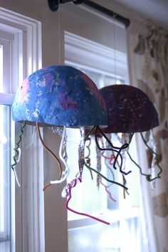 Back when I was teaching elementary science and art, I was constantly trying to find ways to integrate my curriculums. When I studied habitats with the K's and 1st graders, the jellyfish quic…
