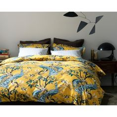 This isn't a very new DwellStudio duvet, but I haven't been able to take my eyes off the peacocks since I first saw it.